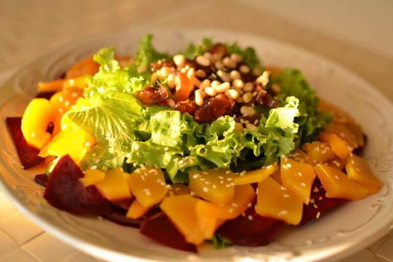 Салат с теплой тыквой и финикмаи